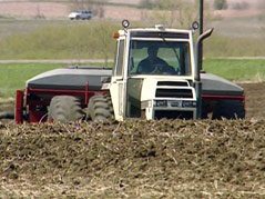 sioux falls farmer planting mid-may spring crops