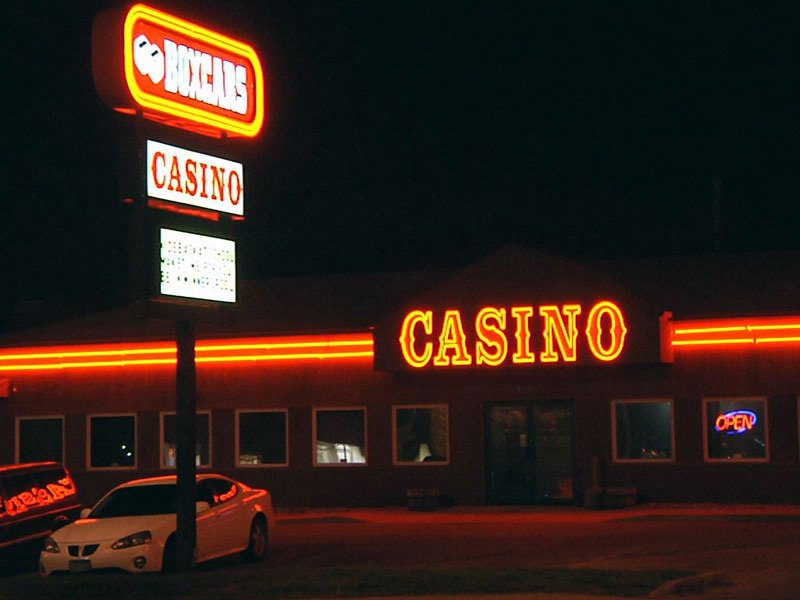 box cars casino robbery overnight two suspects had knife and gun, one in custody, one being questioned
