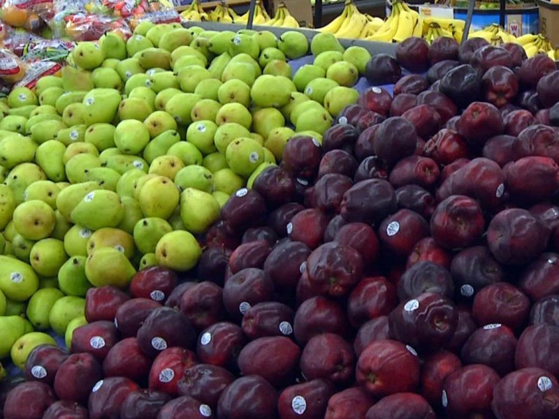 apples pears fruit grocery store healthy food