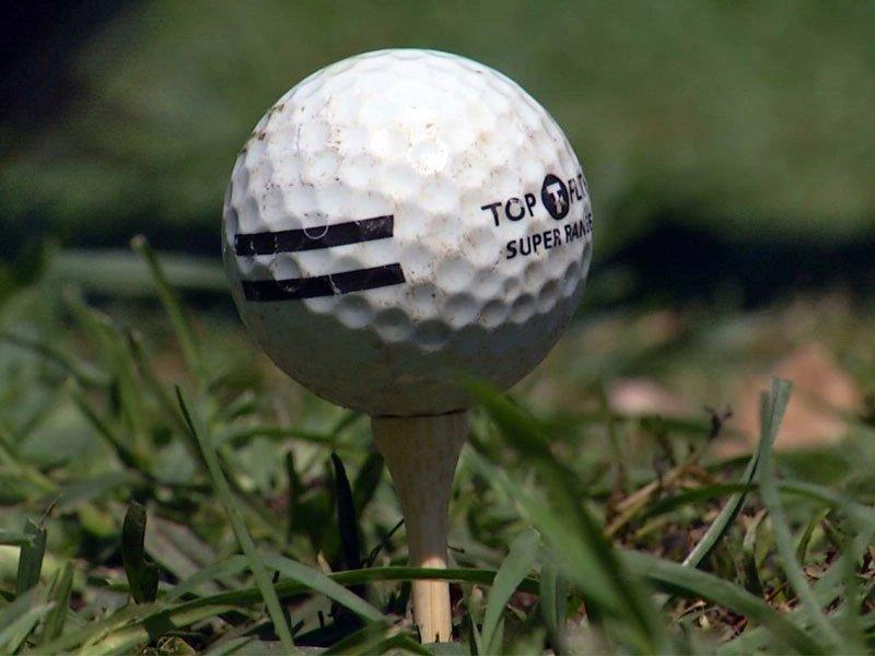 golf tee off
