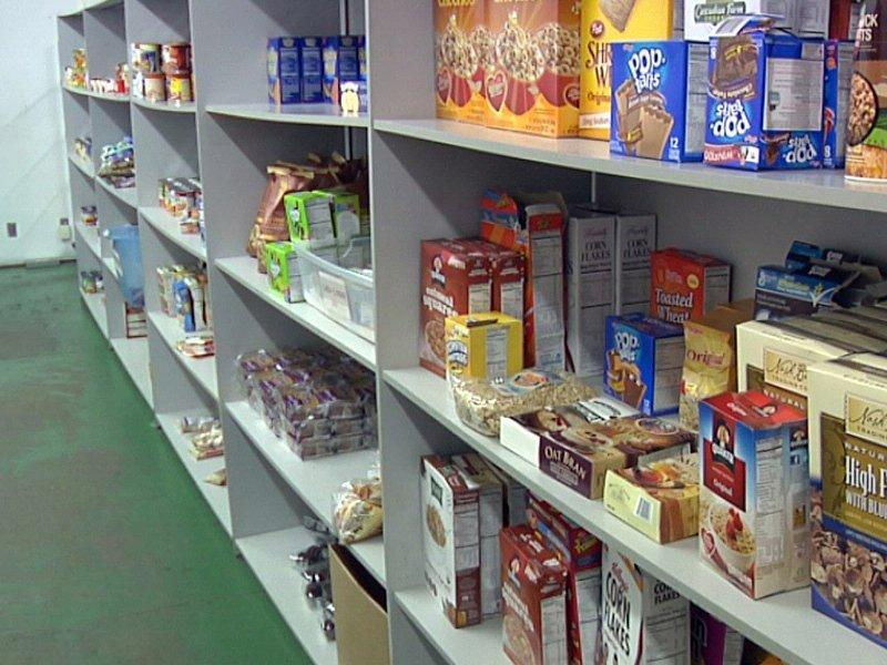 food pantry shelves feeding south dakota food bank hungry donated food