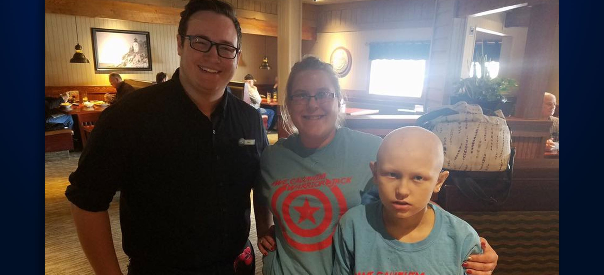 WarriorJack Takes Picture With Red Lobster Server