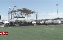 Rock Music Fans Keep Their Pre-Concert Cool