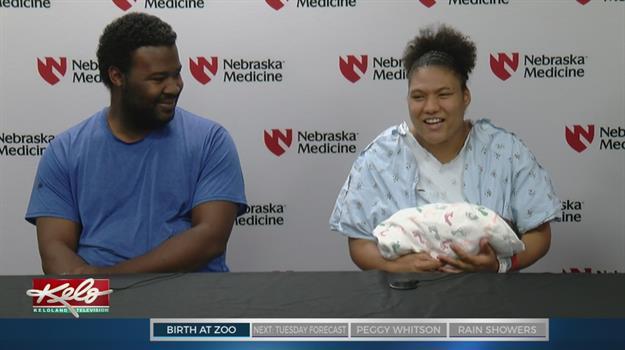Mom Gives Birth To Daughter At Omaha Zoo